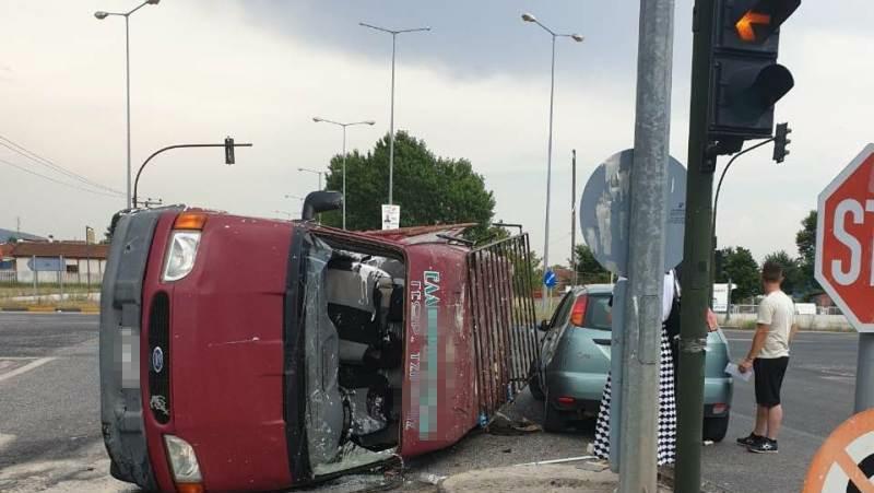 Τρομερό τροχαίο ατύχημα στον κόμβο της παλιάς με τη νέα ε.ο. Τρικάλων-Λάρισας.