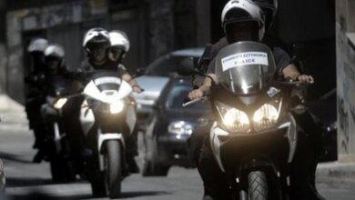 Ρομά προσπάθησαν να πατήσουν αστυνομικούς με το αμάξι!!!