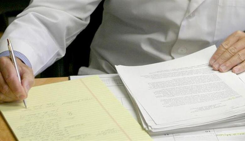 Συλλήψεις γιατρών για ψευδείς βεβαιώσεις υγείας σε πρόσφυγες