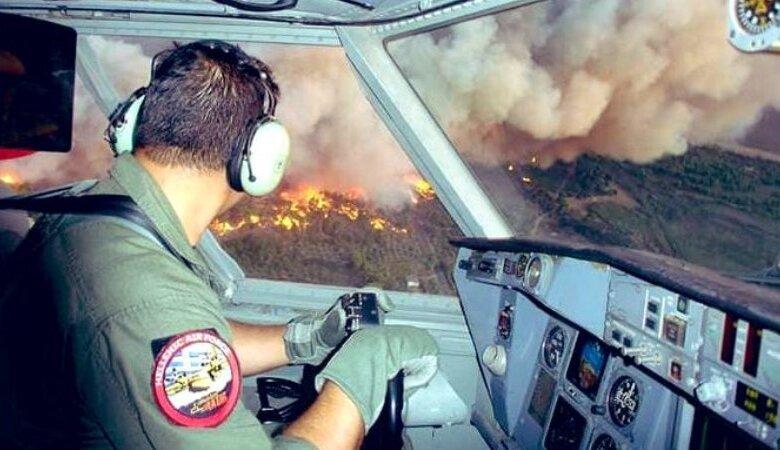 Η συγκλονιστική εικόνα από το κόκπιτ του αεροπλάνου πάνω από την Εύβοια