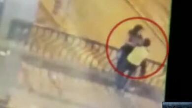 Τραγωδία: Ερωτευμένοι σταμάτησαν να φιληθούν σε γέφυρα και έπεσαν κάτω