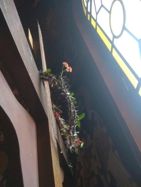 Άνθισε το ακάνθινο στεφάνι του Εσταυρωμένου σε Ιερό Ναό 1