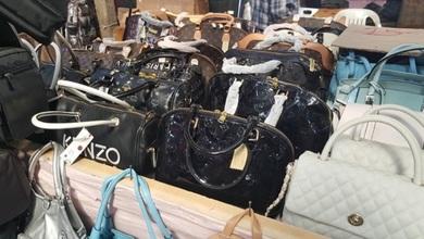 Photo of Μπλόκο σε δεκάδες προϊόντα «μαϊμούδες» στην Λάρισα