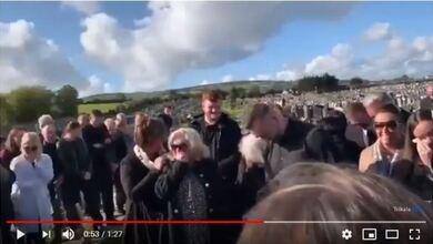 Photo of Απίστευτο σκηνικό σε κηδεία – Τους φώναζε από τον τάφο! | ΒΙΝΤΕΟ