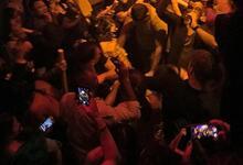 Photo of Η στιγμή που η δίωξη ναρκωτικών «εισβάλλει» σε κλαμπ στο Γκάζι | ΒΙΝΤΕΟ