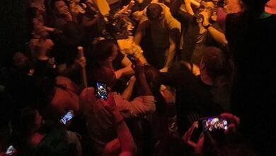 Photo of Η στιγμή που η δίωξη ναρκωτικών «εισβάλλει» σε κλαμπ στο Γκάζι   ΒΙΝΤΕΟ
