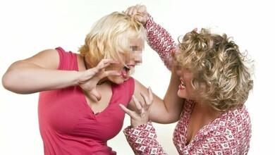 Photo of Μητέρα και κόρη τσακώνονταν τόσο που το δικαστήριο τους απαγόρευσε να μιλάνε!