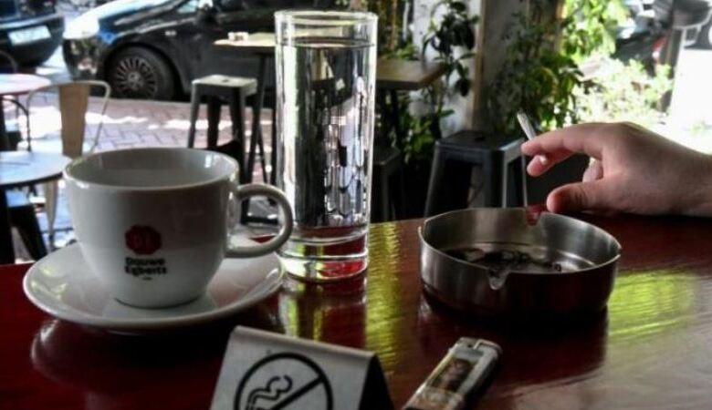 Ο Αντικαπνιστικός νόμος έφερε νέο κόλπο τζαμπατζήδων σε καφέ-μπαρ