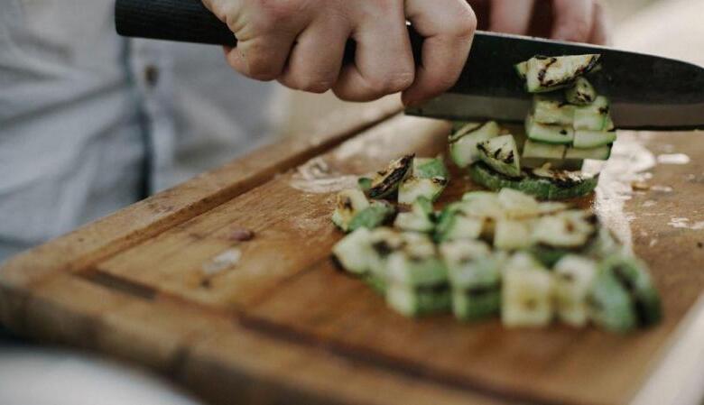 Αυτά είναι τα ύπουλα λάθη στο μαγείρεμα που σε παχαίνουν