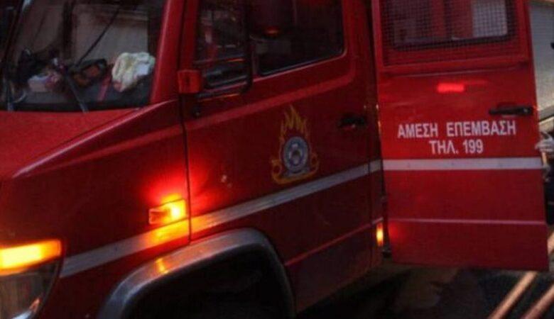 Στις φλόγες τυλίχτηκε σταθμευμένο αυτοκίνητο στην Καλαμπάκα