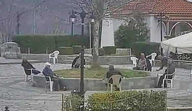 Κορονοϊος: Οι παππούδες στην πλατεία της Αγναντιάς Καλαμπάκας