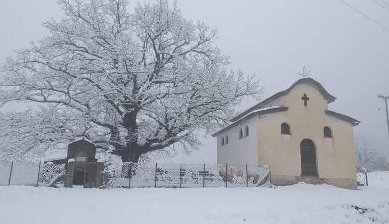 Ανοιξιάτικες χιονοπτώσεις στα ορεινά των Τρικάλων