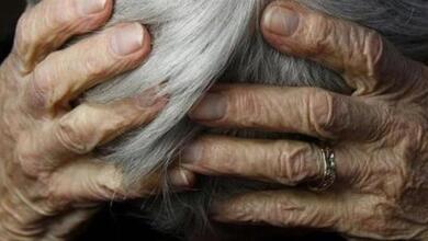 Photo of Ηλικιωμένος ξυλοκόπησε τη σύζυγό του ενώ εκείνη κοιμόταν